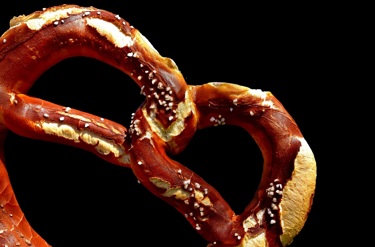 Tourist traps alert: Pretzel is not a complimentary snack:)